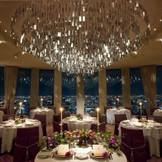 夜景も大感動の披露宴会場。ロマンチックなナイトウエディングも素敵です。