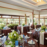 小ぢんまりとした披露宴会場だからこそ、ゲストと距離が近い温かいパーティが叶います。「神戸」「北野」で「和婚」なら「神戸北野ハンター迎賓館」へ。 神戸北野 ハンター迎賓館の披露宴会場の写真