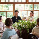 小ぢんまりとした披露宴会場だからこそ、ゲストと距離が近い温かいパーティが叶います。「神戸」「北野」で「和婚」なら「神戸北野ハンター迎賓館」へ。