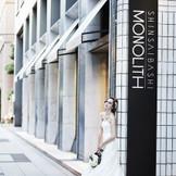 心斎橋駅徒歩3分という絶好な立地で元美術館の最上階の高層ウエディングが叶う心斎橋モノリス。大切なゲストの方々をプライベートな時間を堪能してみて。