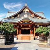 学問の神様としても有名な湯島天満宮。歴史ある社殿を目の前にすると気持ちまで凛とする。