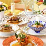 レストラン クイーンアリスフルコース。ホテル3階にある人気のフレンチレストランのお料理を結婚式でもふるまえます!ブライダルフェアではご試食も可能なので、気軽にお問合せを。