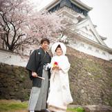 小倉城を背景に、和装姿で残す1枚