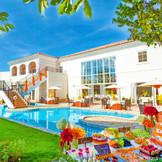プール付きの貸切ガーデン☆ゲストも喜ぶスイーツパーティでアットホームなウエディングを!