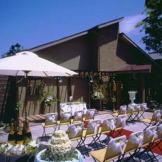 パティオでは人前式やキリスト教式などふたりの好みに応じた挙式が叶う♪ 和婚も近隣神社を紹介♪