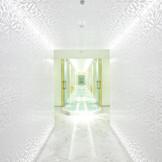 扉の中に広がる純白の空間、この感動をぜひ体感してみて