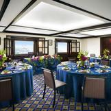 バンケットルーム「ふじの間」 ホテル最上階16階の会場で、3つの大きな窓から福山を一望できる。福山駅徒歩1分で鉄道好きのお子様に大人気!