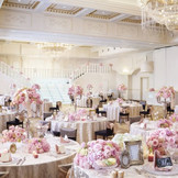 光の壁や女優ライトなど、花嫁を輝かせる設備も加わった演出多彩なシャトアイアン