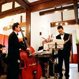 ジャズバンドやフレンチミュゼ、クラッシック、ボサノバなどの生演奏をお食事タイムに