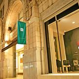 グッドデザイン賞 建築・環境部門建築デザイン を受賞した高島屋スペースクリエイツによる設計! アールデコ建築はヨーロッパおよびニューヨークで盛んだった建築様式で、高島屋東別館は東洋一とも呼ばれた歴史的価値の高い自慢の外観でございます!