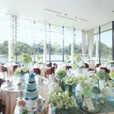 あやめ池に面した3面ガラス窓が特徴のforest side terrace 開放的な空間で想い出を残して♪