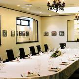 ご家族でのご会食や、 ご親族へのお披露目会など 2名様~40名様向けの ゆったりした個室をご用意。