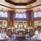 八角形の天井やアンティーク調の優雅な雰囲気が特徴のイギリス館
