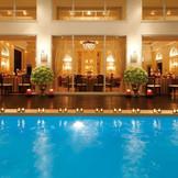 全天候型屋内プール付きコンサバ♪ 天候に左右されずに開放感ある空間でデザートタイムや演出をゲストと楽しめる!