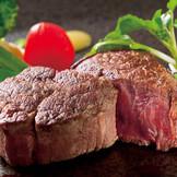 人気No.1スペシャリテ「黒毛和牛のステーキ~3種のソースと共に~」