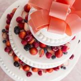 ふたりのアイデアに添って創り上げるオリジナルウェディングケーキも可能。ふたりならではのおもてなしを