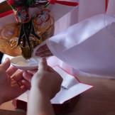御神酒を巫女の手から頂く【誓杯の儀】 お馴染みの三三九度です。
