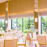 新たな披露宴会場。 目の前に広がる日本庭園を背景に極上の1日を。