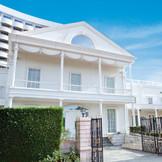 ゲストハウス『ジョージアンテラス』は往年のハリウッド映画の名作から抜け出てきたような白亜の大邸宅☆広大なホテルのガーデンに佇むゲストハウスはシェラトン ホテルならでは。