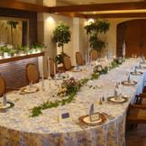 自然光の入るお部屋で、挙式後に家族でゆっくりお食事会♪