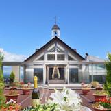 屋上にあるチャペルの外にはテラスが広がり、開放感いっぱい