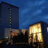 ホテルとチャペル(ブライダルアトリウムフィリア)外観