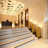 館内に一歩入ると、そこは日常を忘れるくらいに美しいエントランスがゲストをお出迎え。