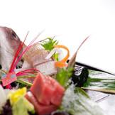 お造り 旬の素材をその季節ごとにおいしくお召し上がりいただきます。