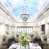 イタリア語で「空」を意味する「シエロ」・・天窓から差し込む光はおふたりの結婚を祝福します。また、さいたま新都心を見渡せるテラスでは、大人リゾートのアーヴァンパーティが可能!