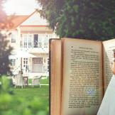 Welcome to Wonderland!! おとぎの国へようこそ 小さい頃、抱いていた結婚式への夢・憧れ、森の中にあるこの広いガーデンと邸宅で一緒に叶えませんか?どこにもない、心おどるウエディングストーリーをご一緒に。