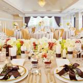 テーブルクロスや装花の色でも会場の雰囲気は変わります