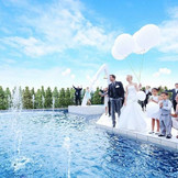 6mの高さにまで上がる噴水、大空に放つバルーンリリースなど華やかな演出が満載