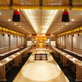 【神殿】 塩竈神社御分霊社で本格神前式が叶う。 厳かな雰囲気の中にモダンな神殿。