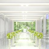 天窓から差し込む自然光がふたりの未来を明るく照らしてくれる、開放的なチャペル。