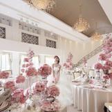 白亜の宮殿を思わせるフェミニンでエレガントな空間で、ハートフルな邸宅ウエディングを!