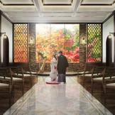 【秋シーズン】紅葉の装飾で京都を感じる艶やかなチャペルに