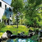 情緒溢れる庭園が広がる。待ち時間にもゆっくり散策するゲストが多いのだとか