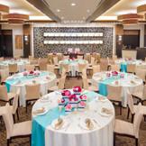 レストランウェディングをイメージした空間でお料理とゲストとの楽しい会話を大切に