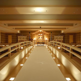 100名着席可能な神殿は出雲式の厳かな空間