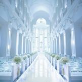 「永遠」という意味を込めてバージンロードは長さ18m、天井高は13m。