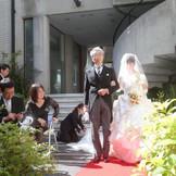 春の挙式&秋の挙式ならガーデン挙式! 柔らかな日差しに包まれながらアットホームな結婚式になりますよ!