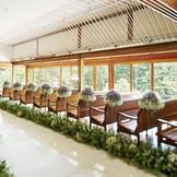 情緒溢れる庭園に面しているチャペルは、日本建築ならではの美しさと格調の高さが特徴だ。