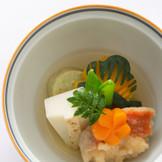 一つひとつの食材を職人が丹精込めて作り上げた逸品。披露宴で和食の魅力を改めて実感できる。
