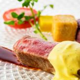 厳選した季節の食材を使い、シェフが腕をふるう料理の数々。