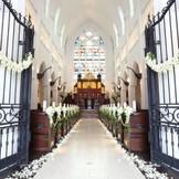 天井高15m、バージンロード20mというスケール感が圧倒的な大聖堂