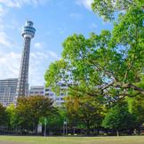 横浜の歴史やカップルの思い出を育んできた、緑豊かな山下町・山下公園。そんな横浜ならではの情緒溢れる場所に、エクセレントコーストは佇んでいる