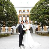 樹齢300年のしいのきは国定天然記念物。「夫婦のパワースポット」とも言われるので結婚式にはぴったり。