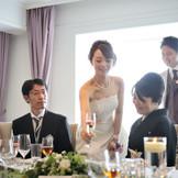 眺めのいい披露宴会場で、大切なゲストとの時間を育んで。