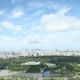 目の前には皇居、東京タワー、そしてお台場まで見渡すことができる。