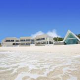 ホワイトサンドのビーチと透明度の高いビーチが広がる